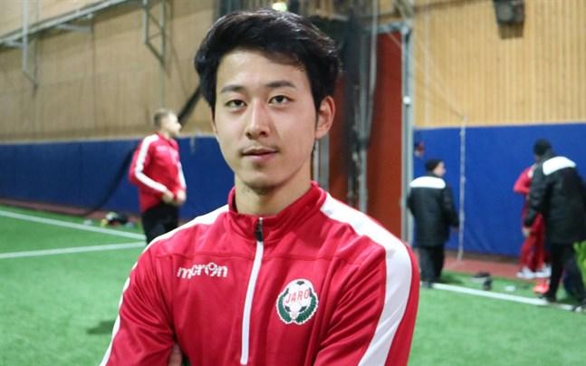Den japanska mittfältaren Kazukin Takahashi är klar för Jaro.