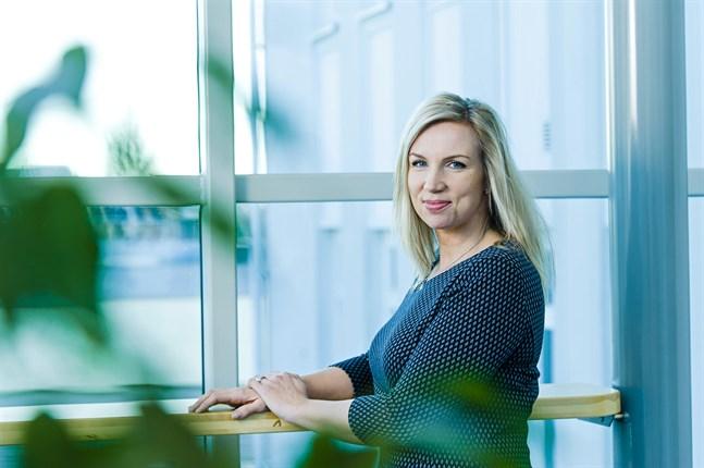 Enligt Paula Erkkilä, direktör vid Österbottens handelskammare, har kampanjen #anställunga bara vuxit de senaste tre åren. I år är den större än någonsin.