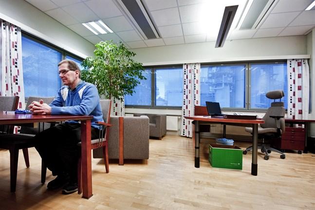 UPM' fabriksdirektör i Jakobstad, Veikko Petäjistö,  kan blicka tillbaka på ett år med produktionsrekord, men däremot låter större investeringar vänta på sig.