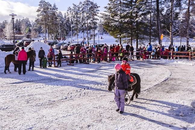 Släd- och pulkaåkning, ponnyridning och ishockey brukar höra Vinterkarnevalen till. Men i år blir det ingen vinterkarneval i Larsmo. I alla fall inte i februari.