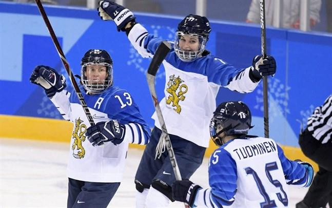Damlandslaget vann VM-silver i Esbo 2019 och försvarar den medaljen vid VM i Kanada i augusti.