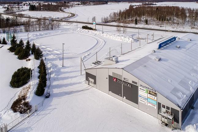 Pedersöre idrottscentrum i vinterskrud.