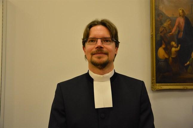 Daniel Norrback medger att kollegan Markus Enström uttryckte sig väl kraftfullt om homosexuella. Domkapitlet ska granska uttalandena.