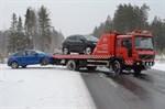 Två av personbilarna som var inblandade i fredagsmorgonens olycka fick transporteras bort från olycksplatsen.
