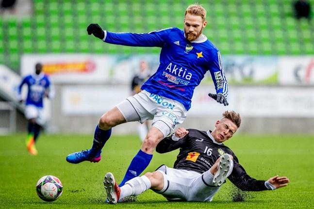 Casper Källberg har erbjudits ett kontrakt av Oskarshamns AIK.