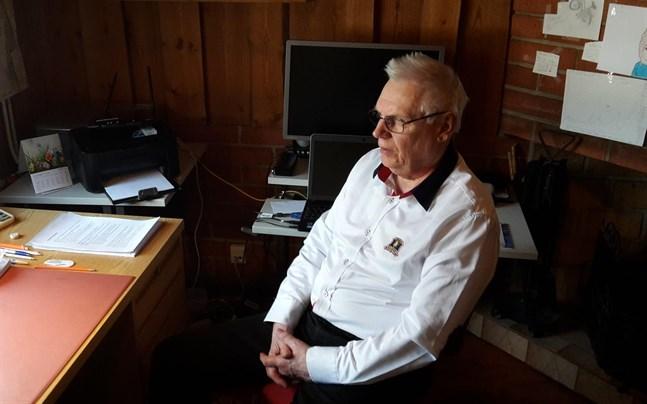 Roger Bergström vill att Korsnäs ser på helheten innan man planerar åtgärder vid en enskild skola.