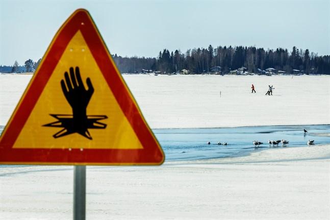En person räddades ur det iskalla vattnet i Bergö på lördagen. Bilden är en arkivbild och är inte tagen på Bergö.