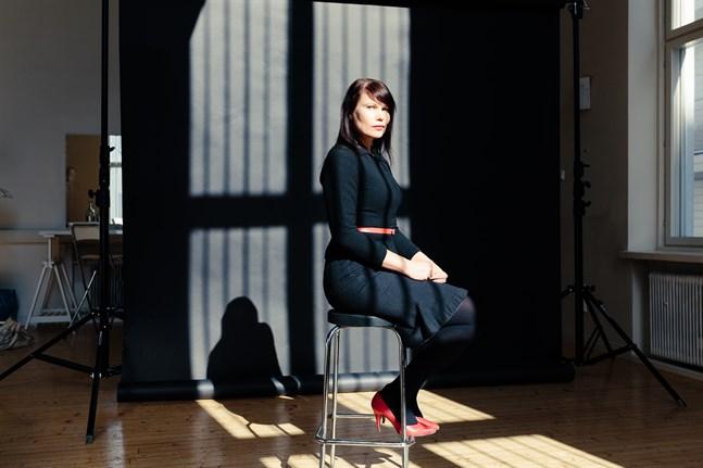 """Gränser och gränslöshet intresserar Hannele Mikaela Taivassalo. Det var vad hon tänkte på när hon skrev """"I slutet borde jag dö""""."""