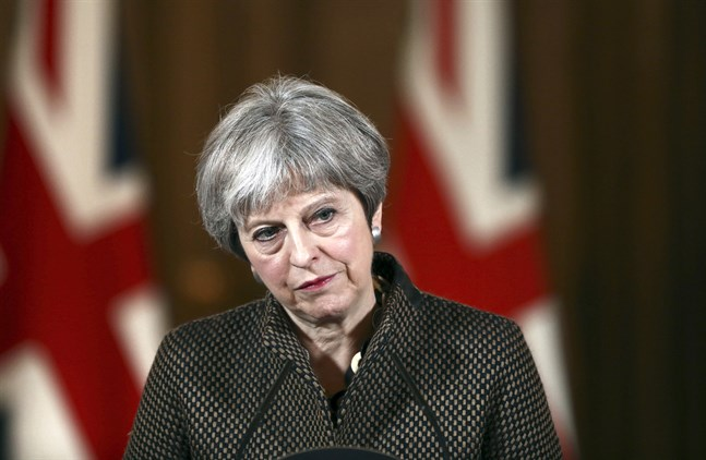 Storbritanniens premiärminister Theresa May vid en presskonferens efter robotattacken mot Syrien.