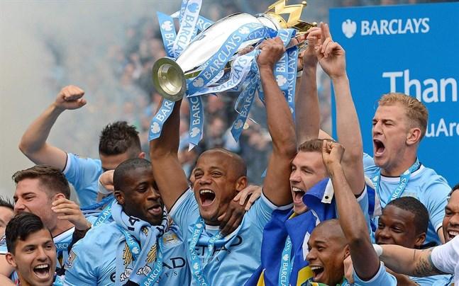 Så här såg det ut när Vincent Kompany lyfte Premier League-bucklan 2014. Nu får han göra det igen.
