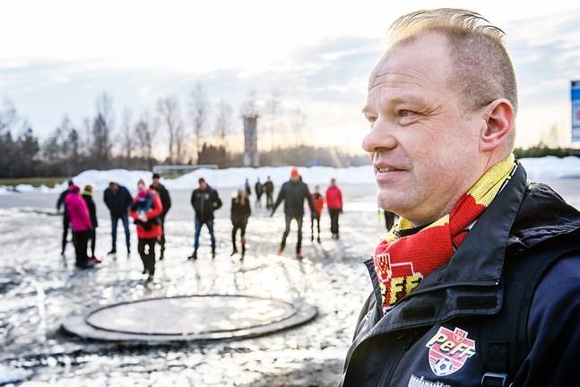 Stefan Olli tycker att processen med bollhallen tagit alldeles för länge. Projektet inleddes redan för fem, sex år sedan, men sattes på is under 2018-2019 på grund av ett kommunalbesvär.