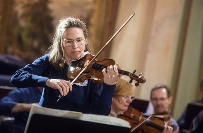 Cecilia Zilliacus under en av repetitionerna med Vasa stadsorkester.