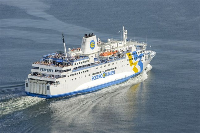 Antalet bokningar till Eckerö Lines fartyg har ökat rejält sedan reserestriktionerna upphävdes.