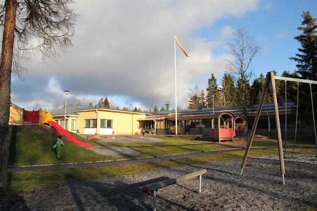 En avdelning på Knattebo daghem är stängd på grund av risk för coronaexponering.