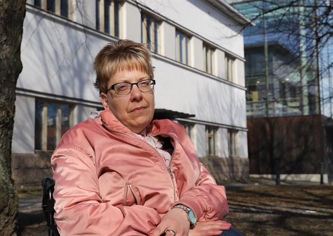 Tröskeln för att ta emot hjälp borde bli lägre, säger erfarenhetstalaren Stina Österbro.