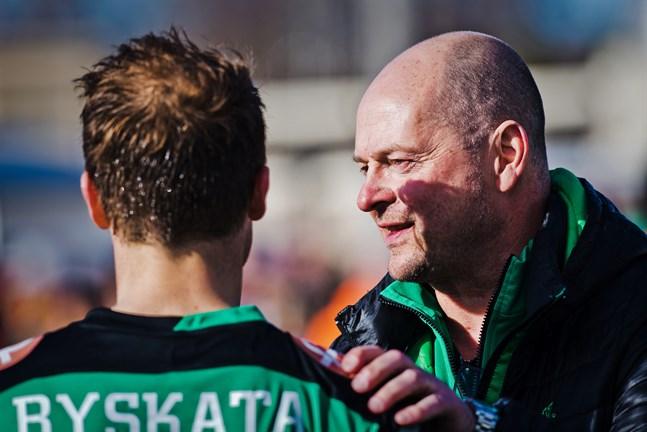 Matti Laitinen har på bara dagar värvat två nya spelare till KPV, men Patrick Byskata ville KPV-ägaren inte ha tillbaka till KPV.