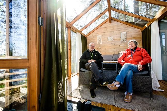 Henrik Wiik och Ulla-Beth Mäki-Jussila kan se tillbaka på en bra sommar 2020. Det var till och med fler som ville övernatta hos Emmes Retreat än de kunde ta emot.