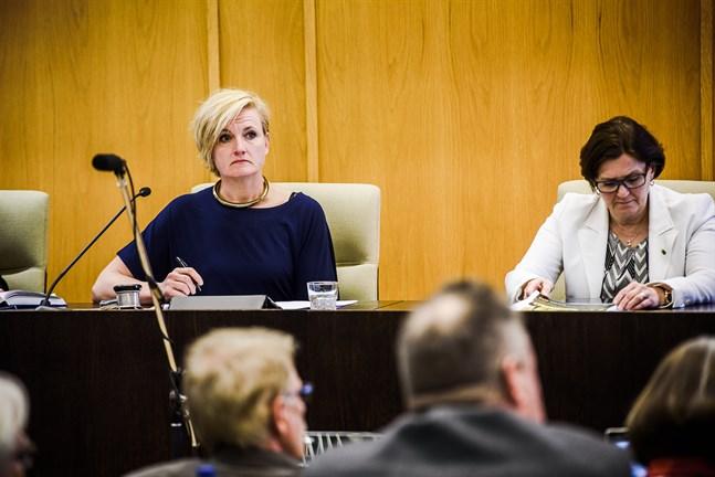 Elli Flén och Maria Palm är båda på det klara med att de lämnar fullmäktige. De vill dock fortsätta arbeta som bakgrundsgestalter inom lokalpolitiken.