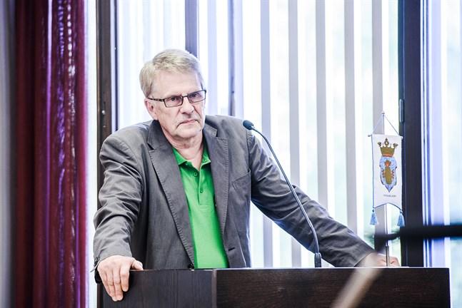 Stefan Grahn har alltid brunnit för politik och förvaltning. Nu lämnar han alla sina uppdrag.
