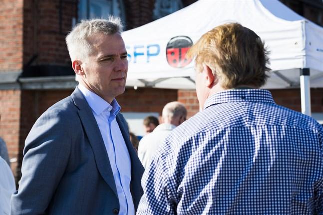 Anders Adlercreutz  är ordförande för svenska riksdagsgruppen.