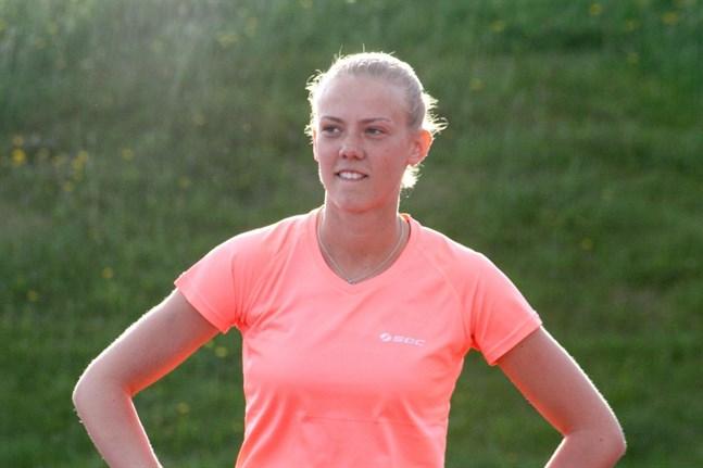 Om allt går väl tävlar Krafts 400-meterslöpare Wilma Lassfolk vid junior-VM i Tammerfors i juli.