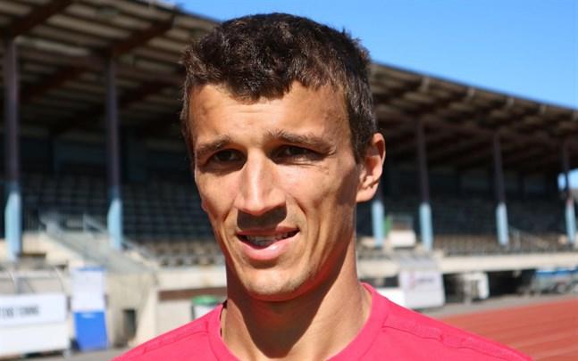 Roman Eremenko omges av transferrykten.
