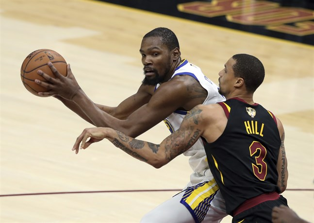 Golden State Warriors Kevin Durant, här mot Cleveland Cavaliers George Hill.