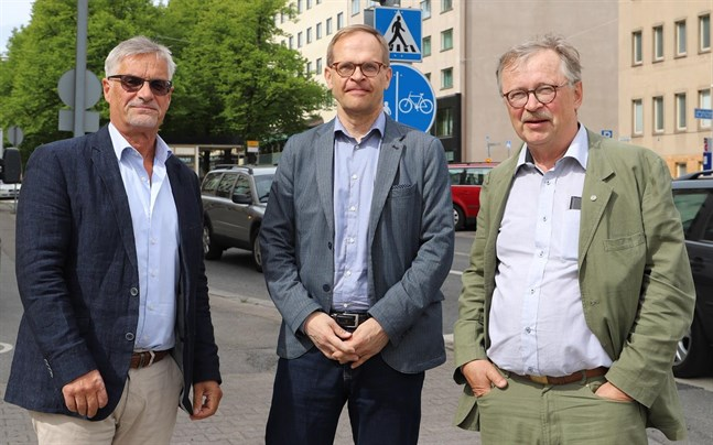 Jerker Johnson, Österbottens förbund, Jukka Teräs, Nordregio och Håkan Ylinenpää, Luleå tekniska universitet deltog i ett seminarium om smart specialisering och innovationsdriven tillväxt på torsdagen.