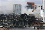 Ett höghus evakuerades på grund av den kraftiga rökutvecklingen från branden.