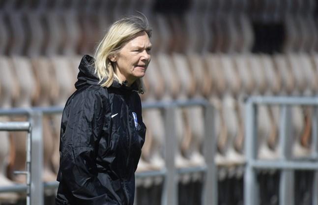 Förbundskapten Anna Signeul och Finlands damlandslag är snart i elden igen när VM-kvalet inleds.