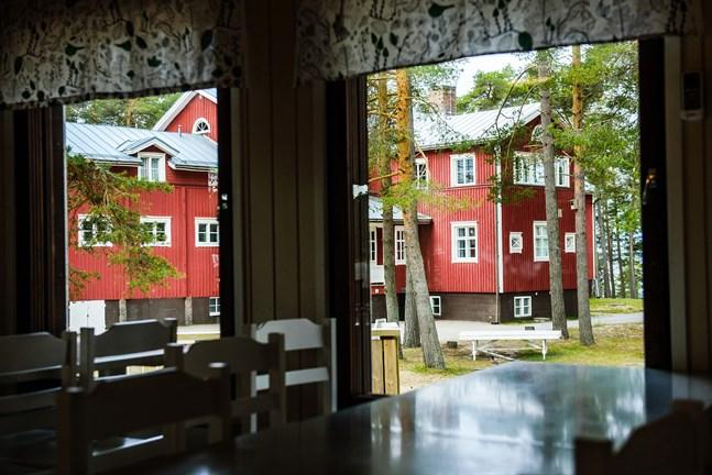 För Pörkenäs lägergård är det välkommet klirr i kassan att Jakobstad trots allt valde att ha några lägerdagar, även om det är utan övernattning.