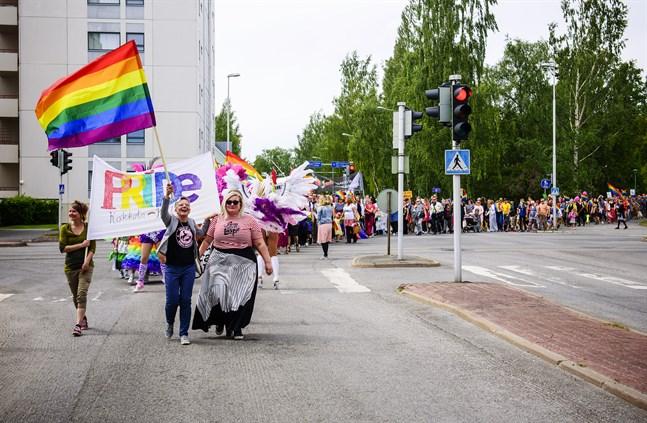 Karleby stad hissar regnbågsflaggan om arrangörerna så önskar under Prideveckan nästa sommar.