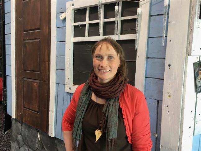 Vi måste minska på trafikutsläppen och det förutsätter att vi inte favoriserar bilismen på andra färdmedels bekostnad, säger Silja Keränen (Gröna) från Kajana.