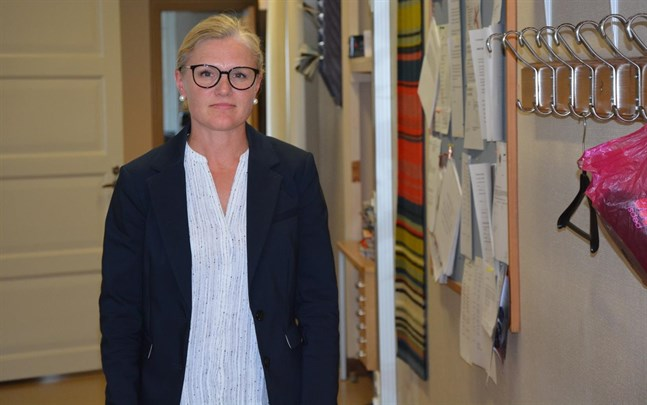 Den här veckan intervjuas de sökande till skolkuratorstjänsten. Skoldirektören Maarit Söderlund är med bland dem som intervjuar.