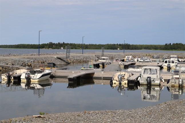 En roderfyllerist åkte fast på lördag. På bild är Vasa stads båthamn i Gerby.
