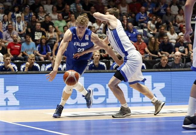 NBA-stjärnan Lauri Markkanen klarade inte av att visa upp hela registret mot de fysiska tjeckerna.
