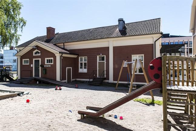 Många Jakobstadsbarn har under årtiondena haft en dagisplats på Tomtebo.
