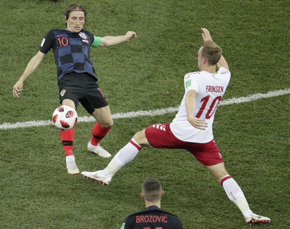 Luka Modric och Christian Eriksen brände var sin straff. Foto  Dmitri  Lovetsky 05c3b0a813f3e