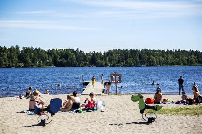 Den här arkivbilden från badstranden i Karperö har inget med artikeln att göra.