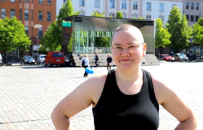 Saana Lind, ordförande för Seta i Vasa, vill gärna ha mer verksamhet på svenska.