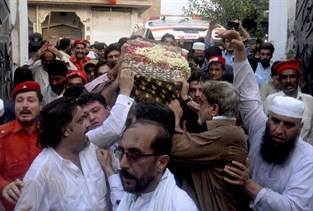 Strider i pakistan tog 60 liv