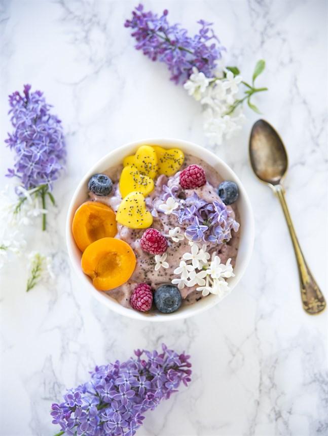 Blommor passar i de flesta desserter, i olika drycker och som smaksättning i sallader.