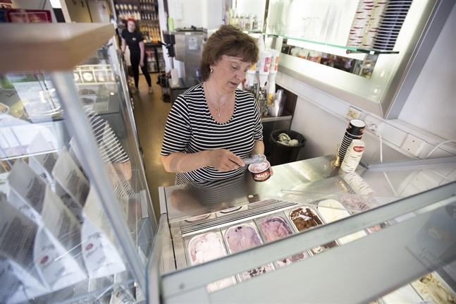 Maj Boström tillverkar glass med inspiration från Italien.