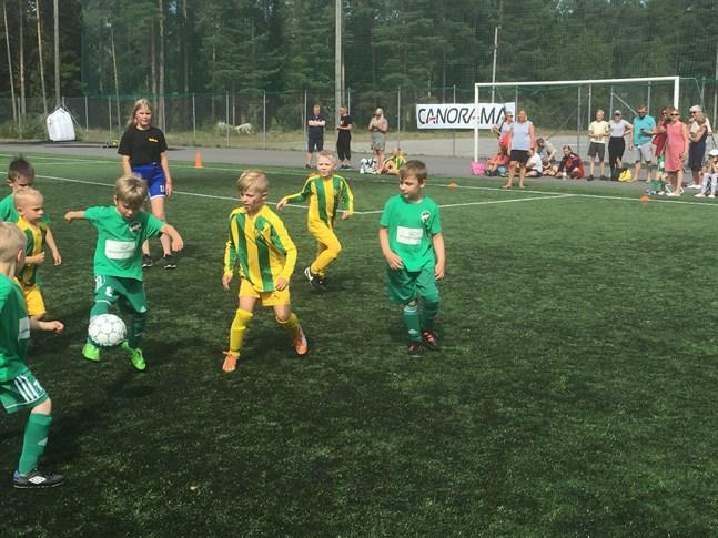 TUS och KPV i aktion i Mini Kokkola Cup. Bilden är från 2018.