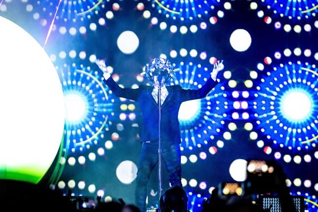 Neil Tennant, sångare i Pet Shop Boys, bjöd 2018 på en Vasakonsert som visuellt präglades av cirklar.