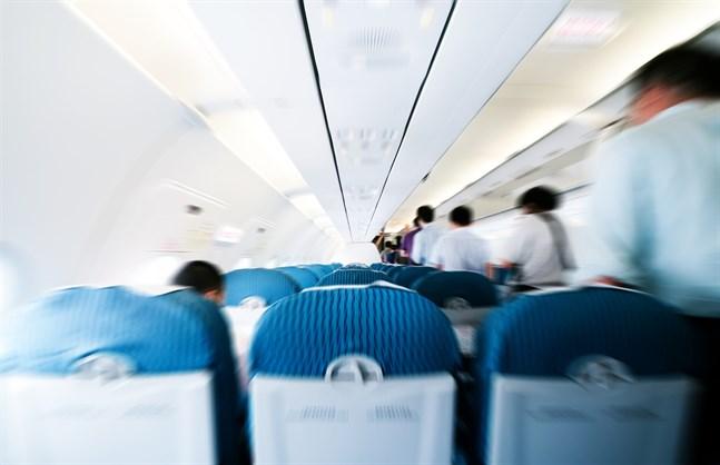 Utrikesministeriet informerade inte hur många finländare som var på flyget, eller var flyget landade.