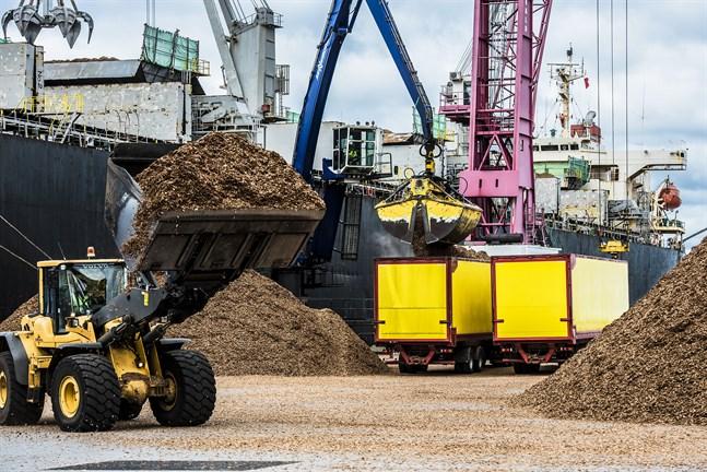 Biomassa och flis blir allt viktigare i Finland då fossila bränslen ska fasas ut.