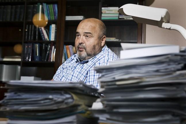 Gamla Vasa sjukhus suspenderade överläkare Markku Eronens egendom beläggs med kvarstad till en omfattning som motsvarar drygt 283 000 euro. Det beslutet fattade Österbottens tingsrätt på tisdagen.