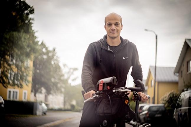 Florent Gouachon cyklar runt världen och jobbar på vägen med sin webbsida.