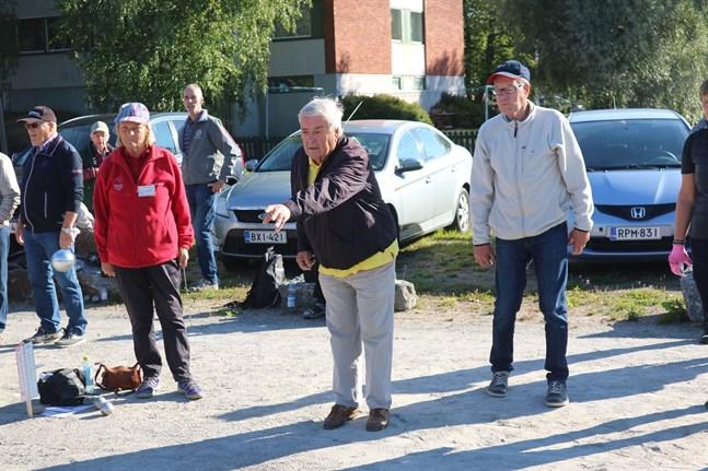Ole Norrback och Knut Brännbacka debuterade i boulesammanhang och klarade sig gott och väl med hedern i behåll.